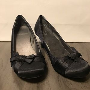 SO Black Bow Low Heels Size 7